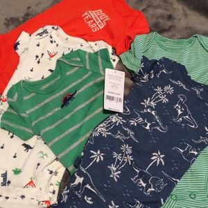 NWT SET OF 5 CARTERS onesies. Connected together